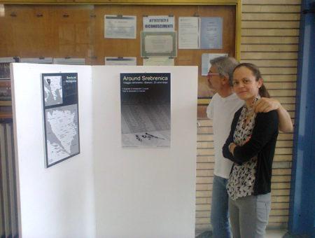 Around Srebrenica, la mostra sbarca nelle scuole