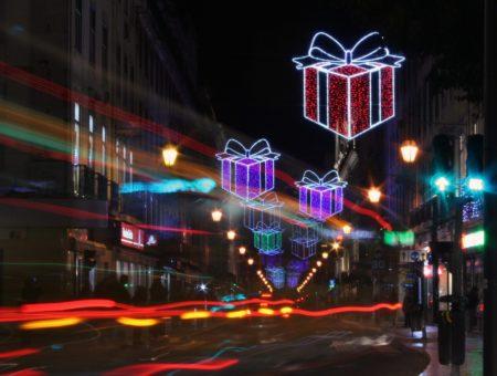 Regali di Natale: tante idee online anche per i viaggiatori